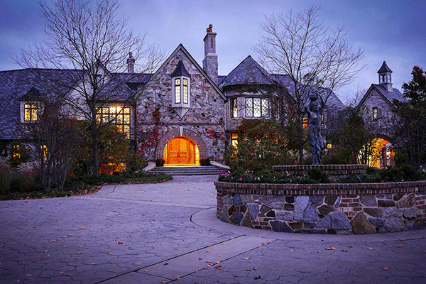 How much do the mega rich spend on real estate for Most expensive house in illinois
